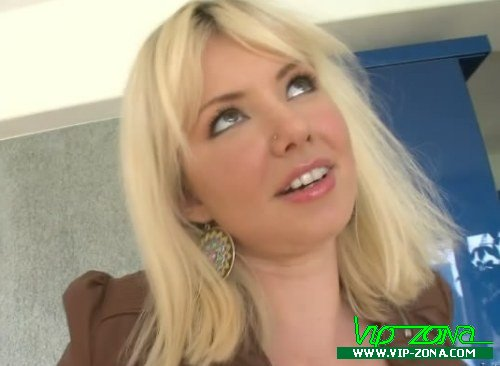 Busty pornstar Margo Russo gets blowbanged and fucked by two horny guys № 759426 бесплатно